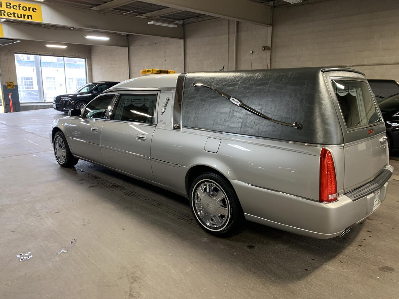 2006 Cadillac Eagle Kingsley Hearse 900 3