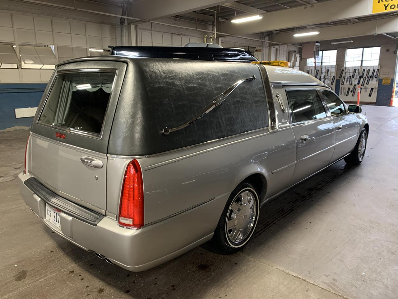 2006 Cadillac Eagle Kingsley Hearse 900 5