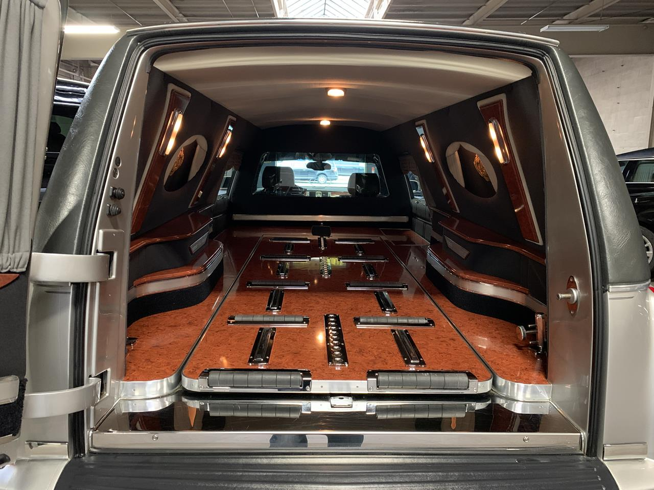 2006 Cadillac Eagle Kingsley Hearse 900 7