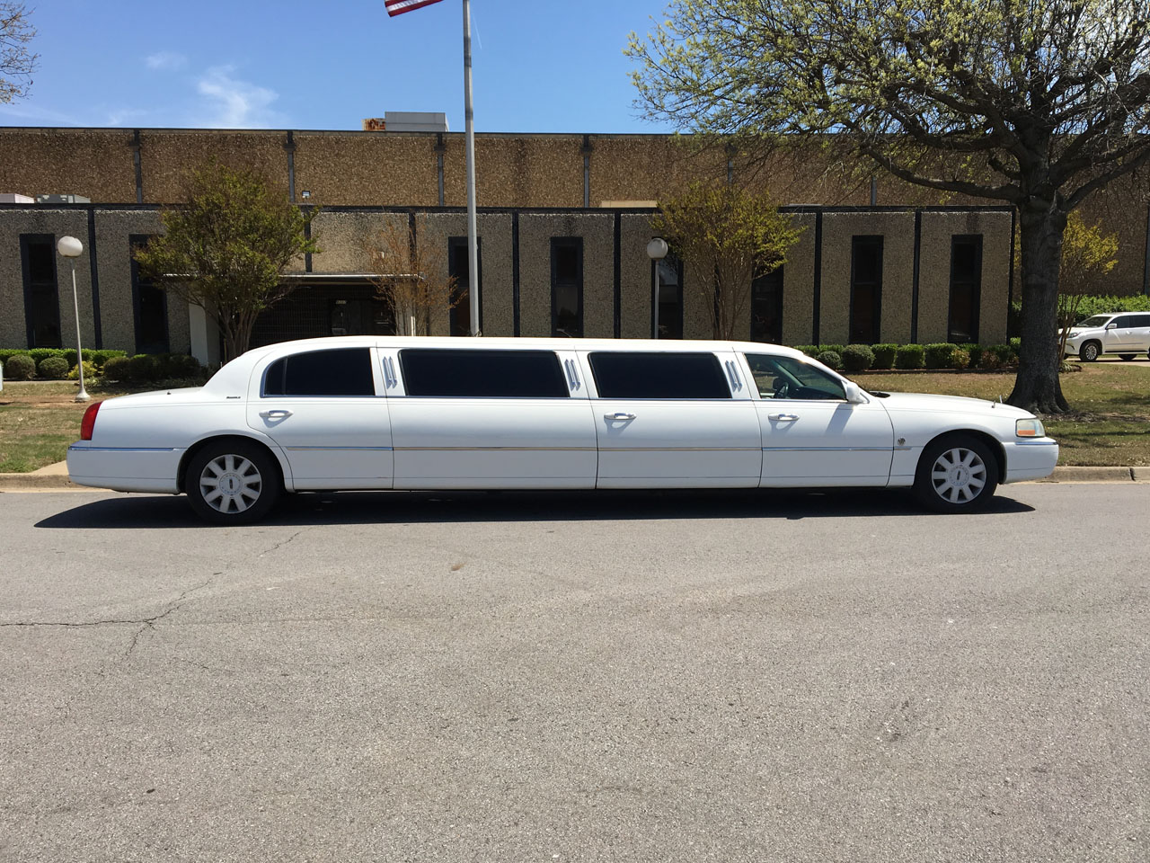 "2006 Lincoln Federal 120"" Stretch  Limousine"