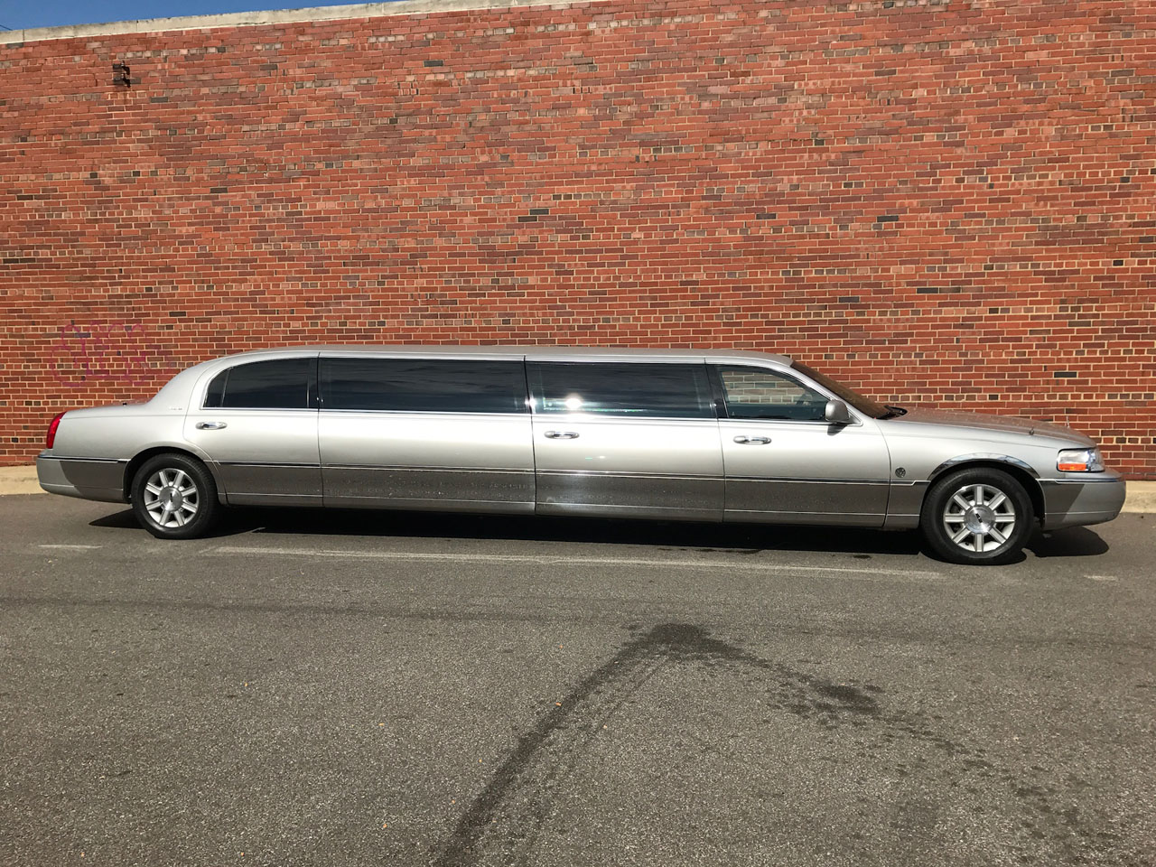 "2007 Lincoln Federal 120"" Stretch  Limousine"