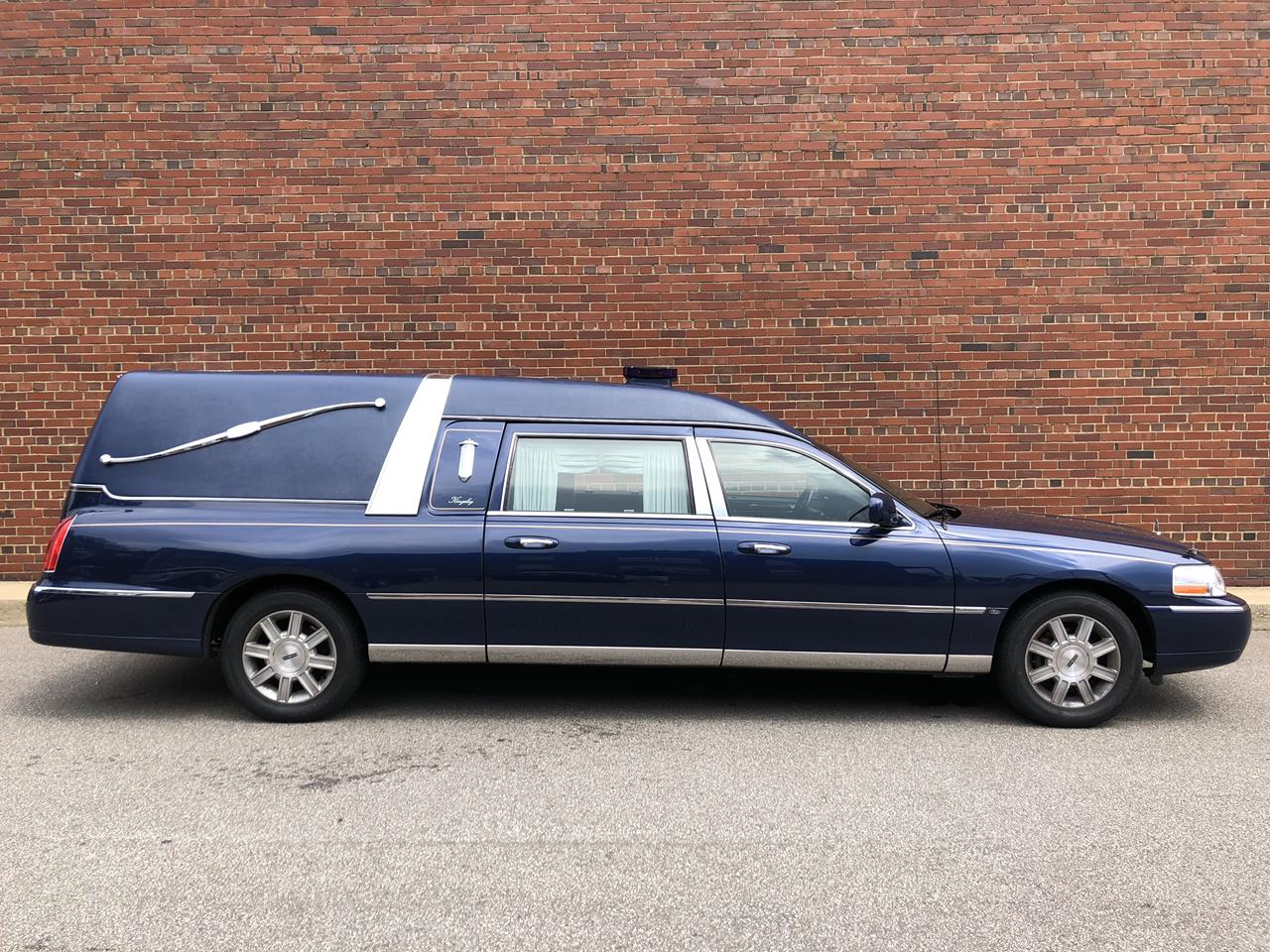 2010 Lincoln Eagle Kingsley Hearse