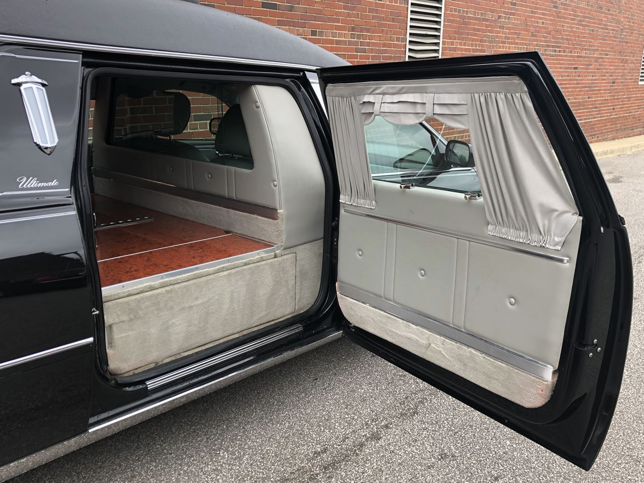 2011 Cadillac Eagle Kingsley Hearse 18 14