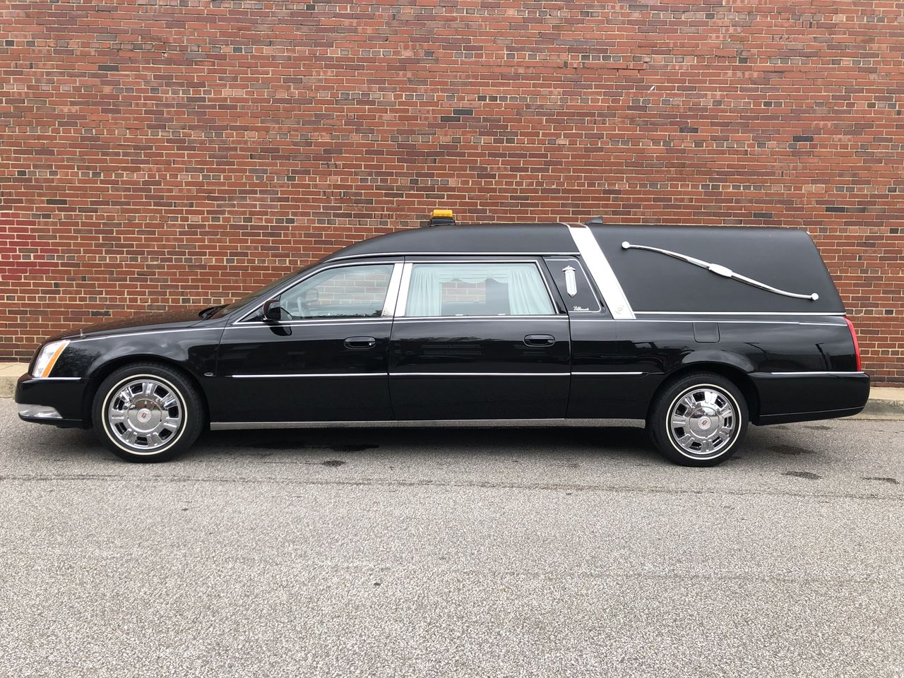 2011 Cadillac Eagle Kingsley Hearse 18 17