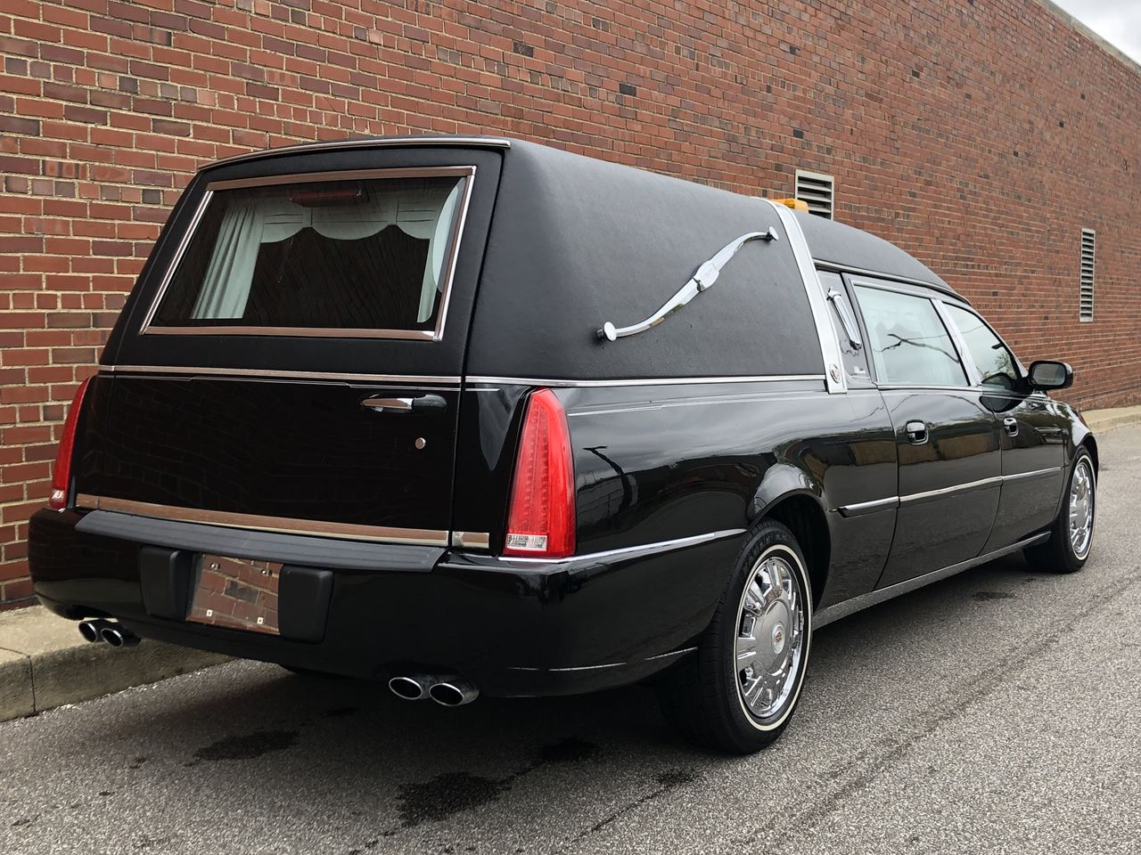 2011 Cadillac Eagle Kingsley Hearse 18 3