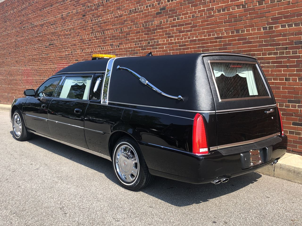 2011 Cadillac Eagle Ultimate Elite Hearse 1 16