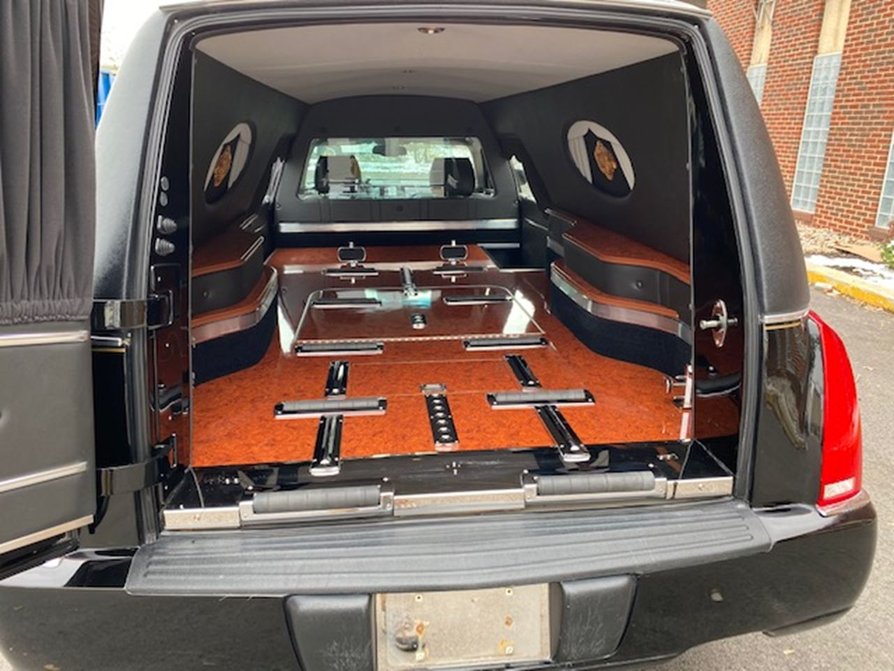 2011 Cadillac Eagle Ultimate Hearse 2 4