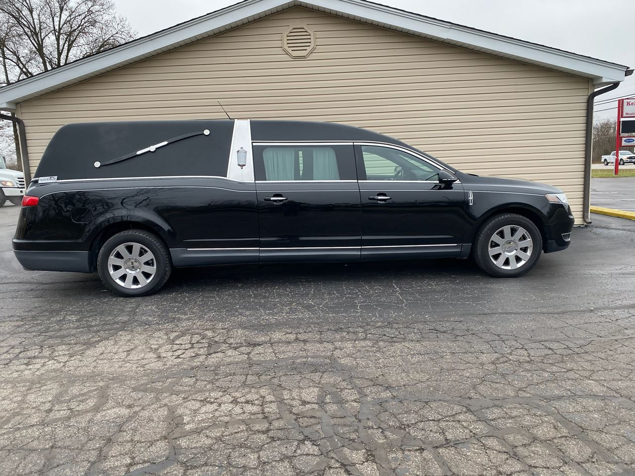 2013 Lincoln S&S Diplomat Hearse