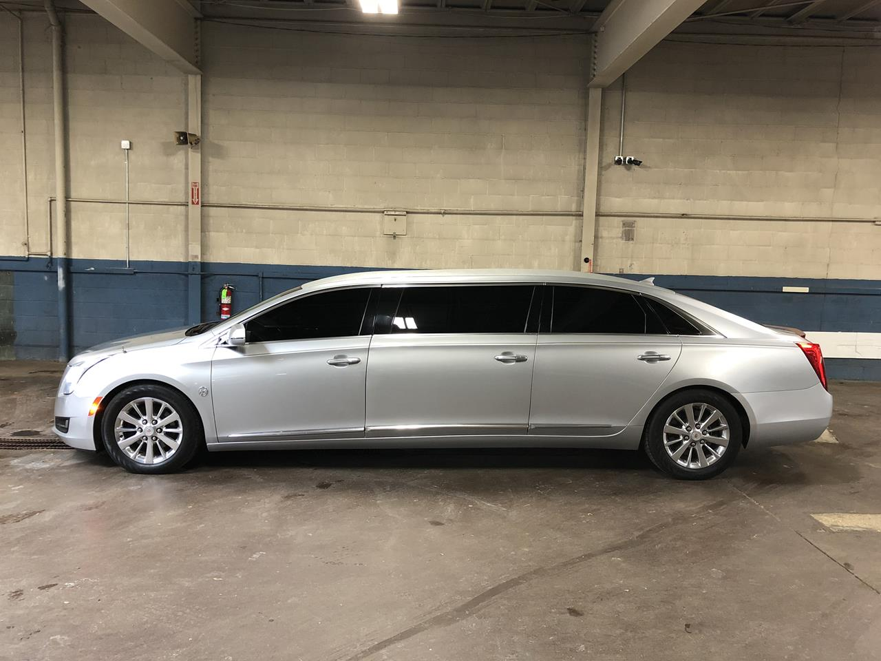 2014 Cadillac Federal 6 Door Limousine