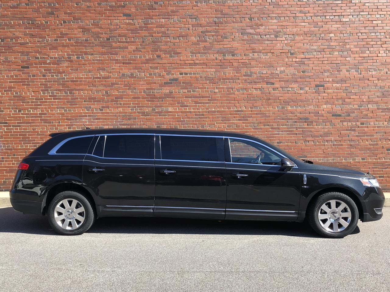 2014 Lincoln Eagle 6 Door Limousine