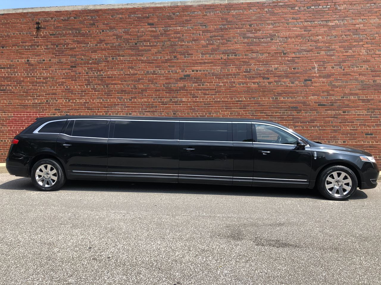 2014 Lincoln Royale Coach 5 Door 120'' Stretch Limousine