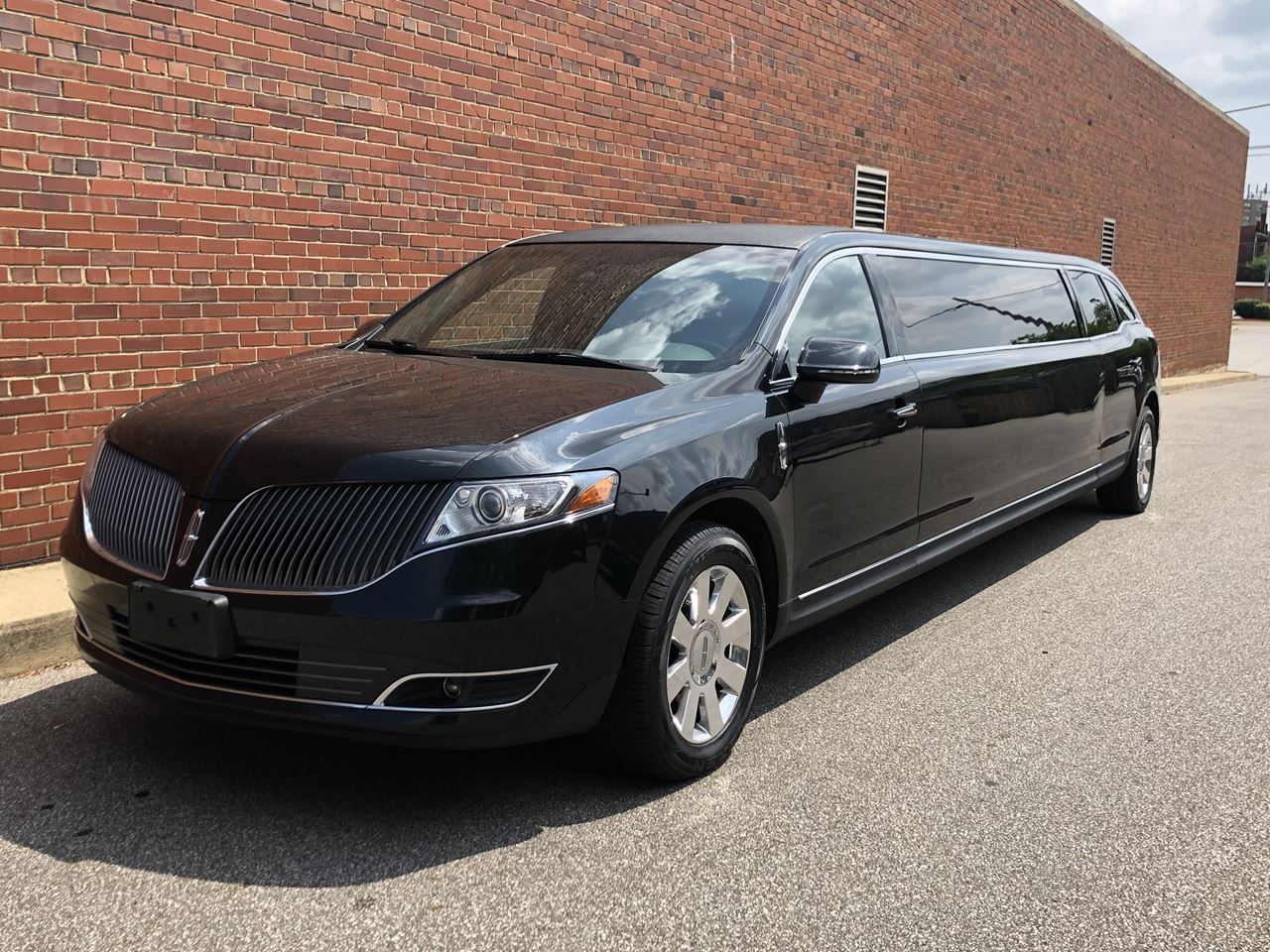 2014 Lincoln Royale 120 Stretch 5 Door 82 20