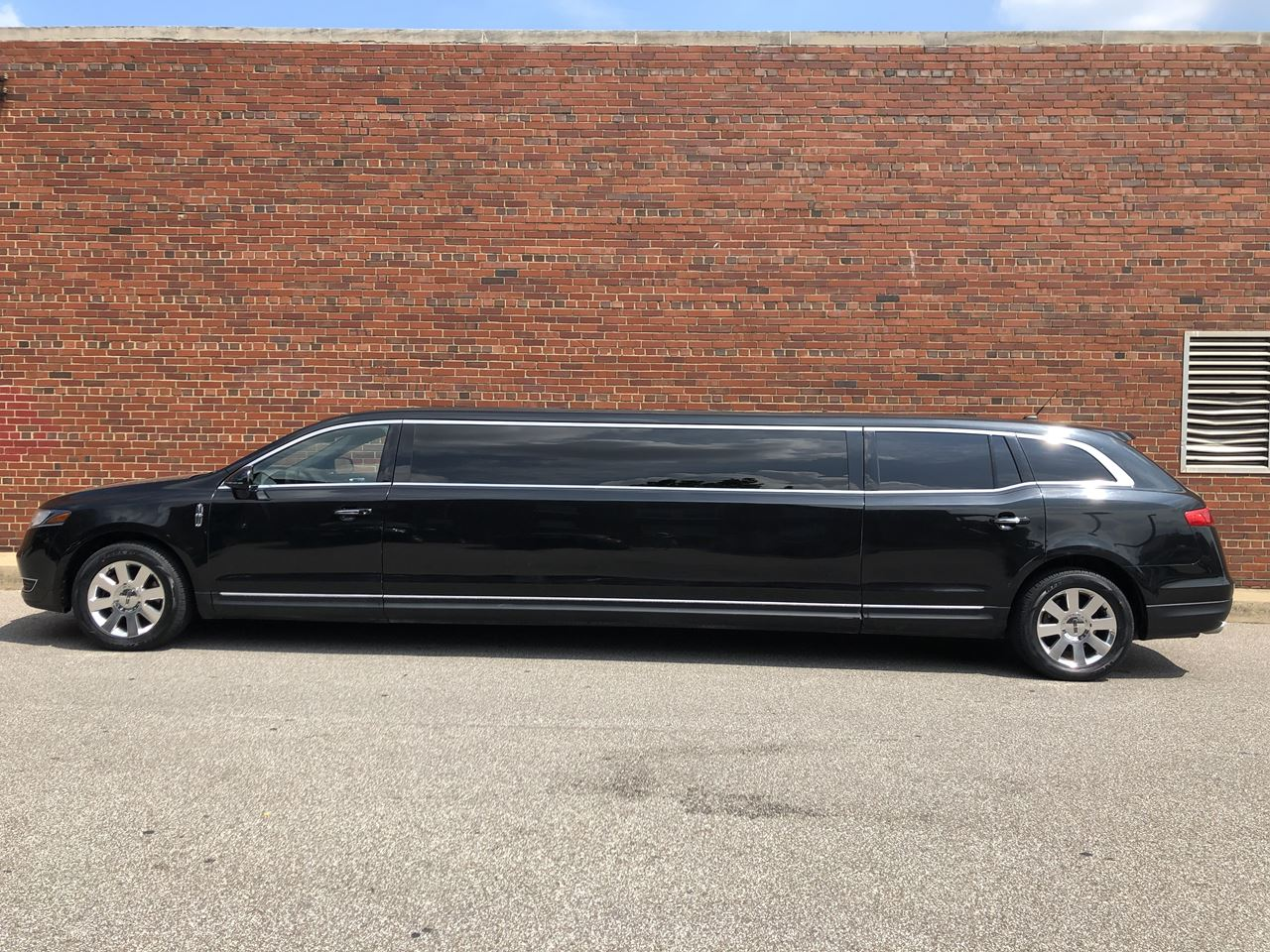 2014 Lincoln Royale 120 Stretch 5 Door 82 21