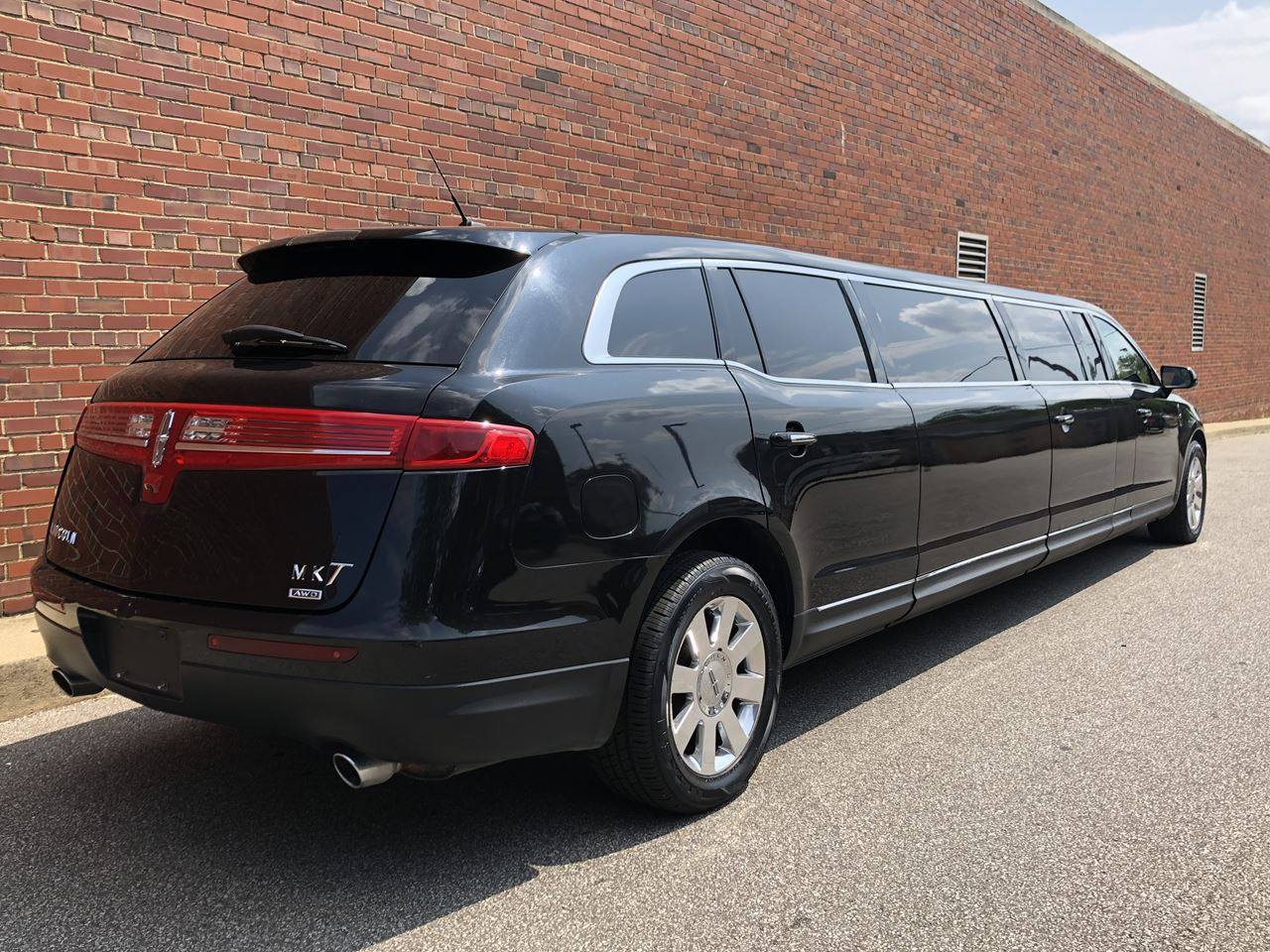 2014 Lincoln Royale 120 Stretch 5 Door 82 4