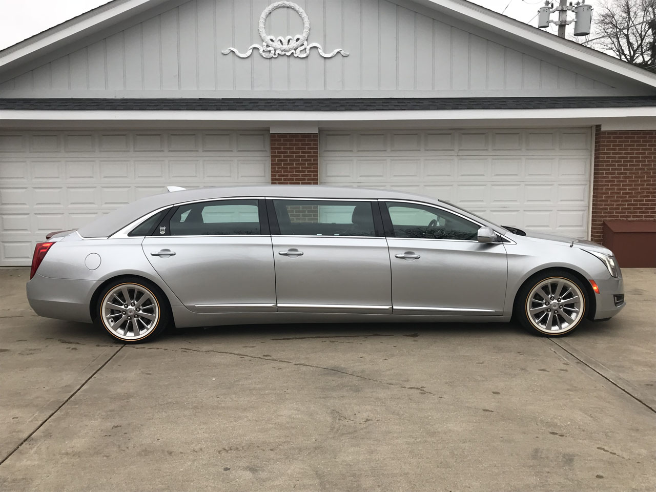 2015 Cadillac Armbruster Stageway 52'' 6 Door Limousine Limousine