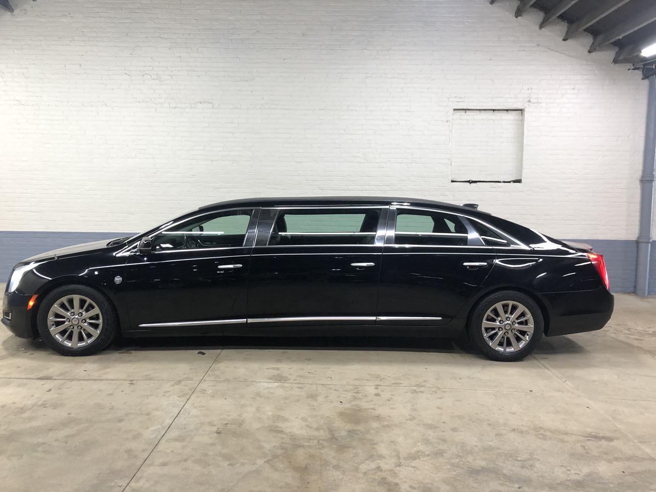 2015 Cadillac Federal 6 Door Limousine