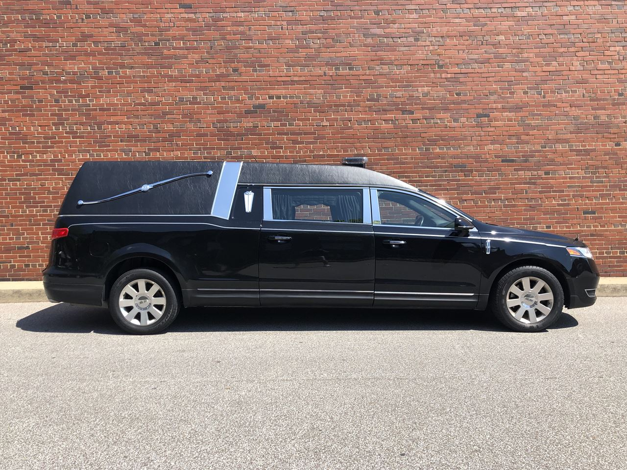 2016 Lincoln Federal Stratford Hearse