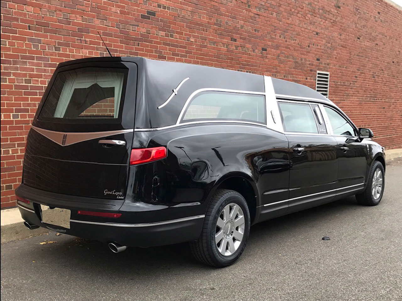 2019 MK Coach Company Grand Legacy Limited Hearse 5